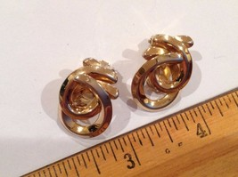 "1.25 x 1"" Gold Tone Earrings Oval Loops Geometric Clip On Earrings - $9.93"