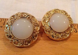 "1"" Wide White Glassy Dome with Mesh in Gold Tone Metal Clip On Earrings, clips w - $11.83"