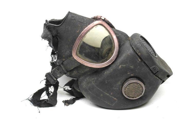 Vintage U.S. Army Military Surpus Rubber Gas Mask Respirator Viet Nam War Era    image 4