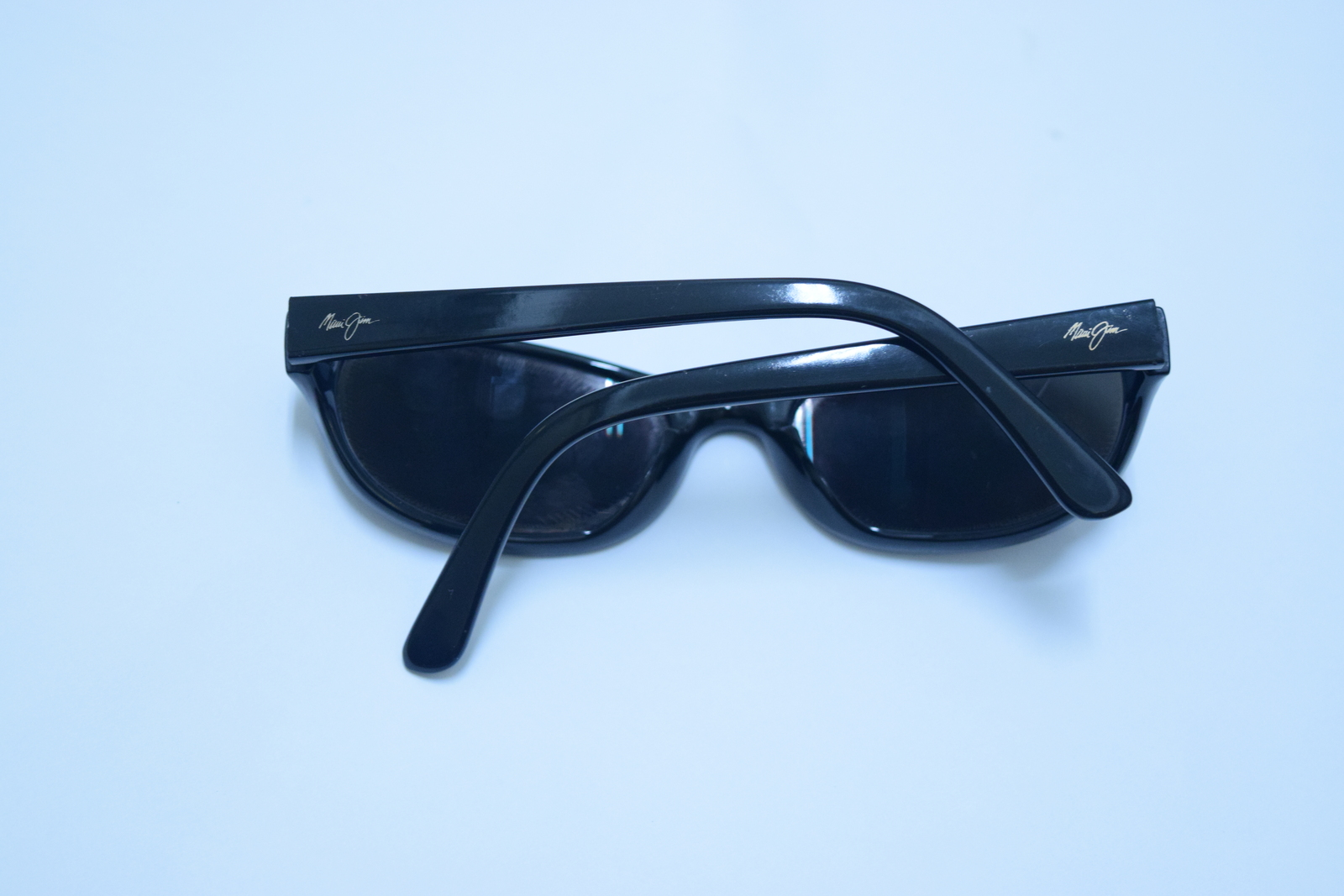 Maui Jim Black sunglasses frame used pre-owned one lens cracked free shipping