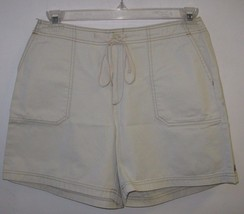 Dockers Shorts BNWT The Definitive Khaki Size 10 Two Front Pockets 100% Cotton - $14.01