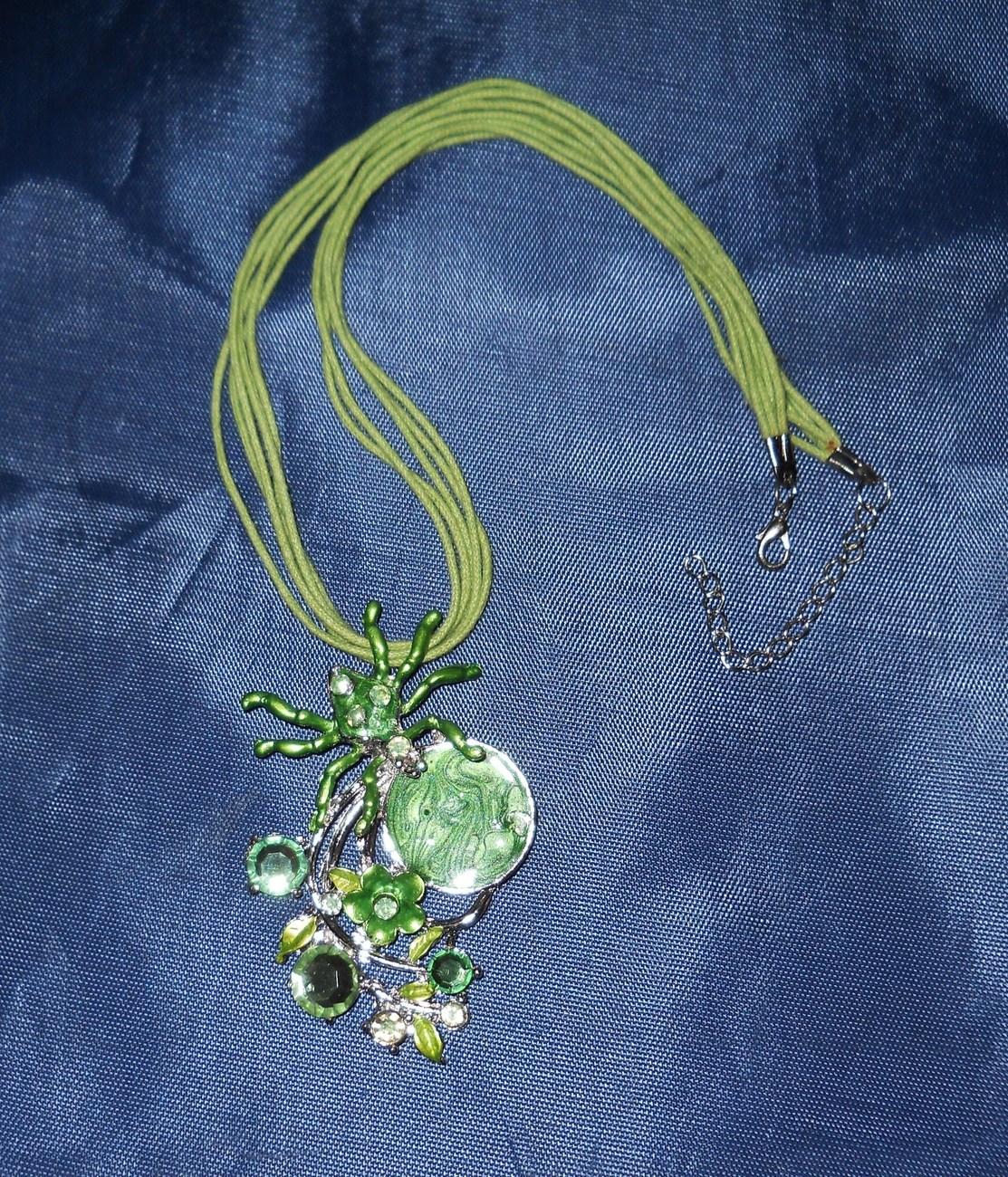 GREEN SPIDER NECKLACE