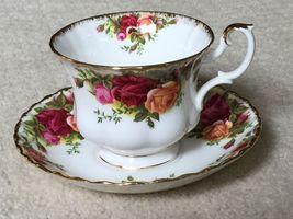 Royal Albert Bone China Old Country Roses Tea Cup and Saucer EUC Ship Fast - $17.99