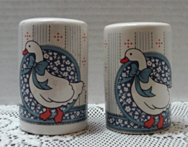 Vintage Country Kitchen Blue & White GOOSE Rang... - $10.25