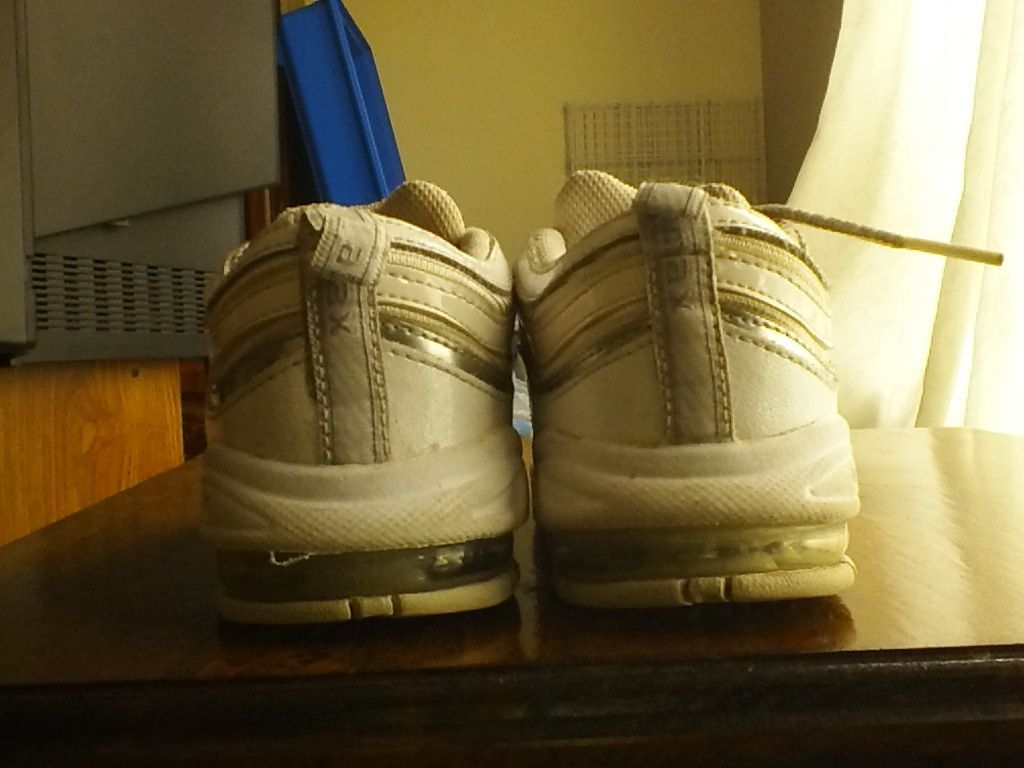 WHITE NIKE AIR MAX TOODLER SIZE 9.5c with bubble