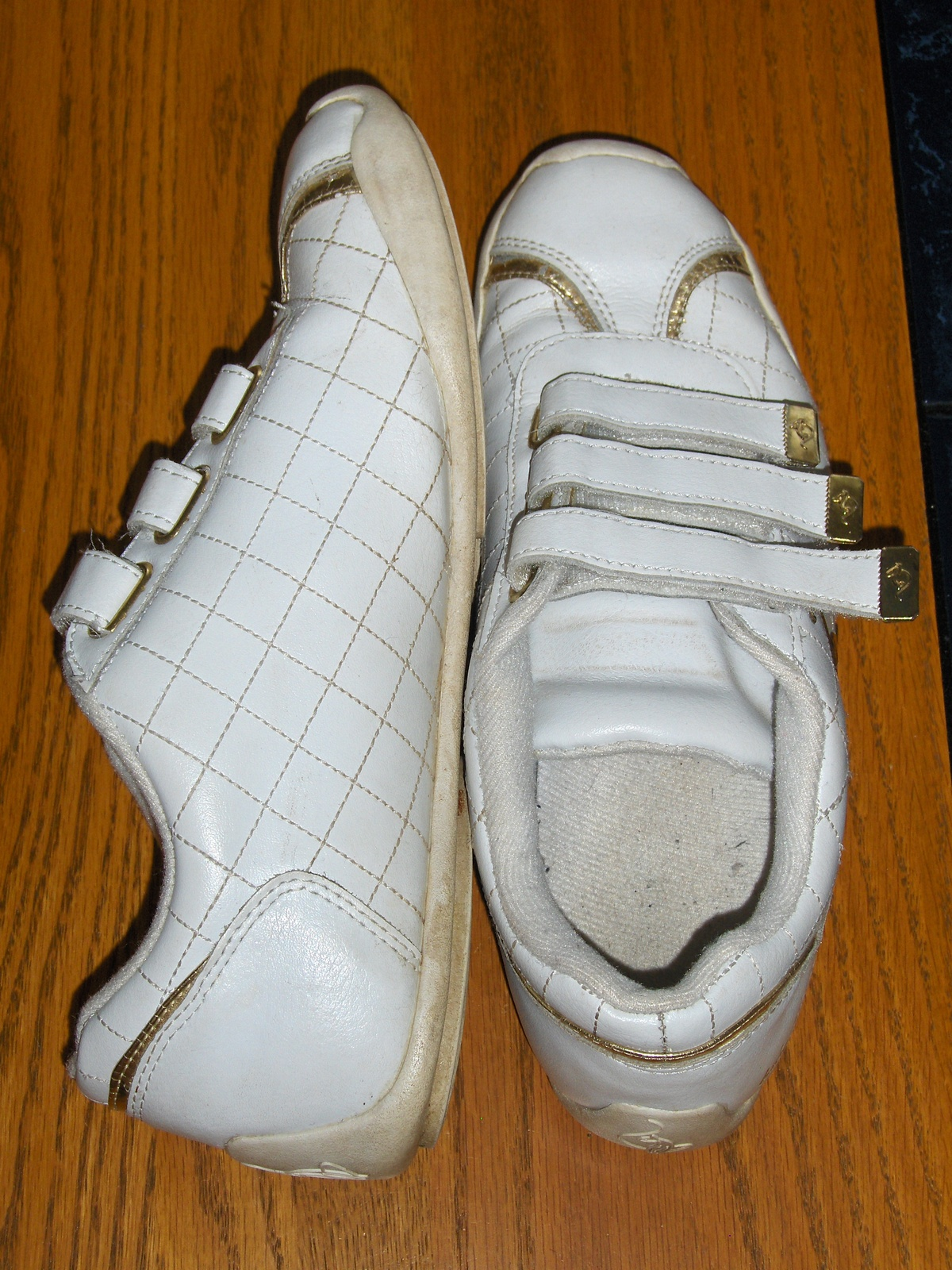 Baby Phat White Leather Tennis Shoes 9 Gold Tone Cat Detail Velcro Straps GZS391