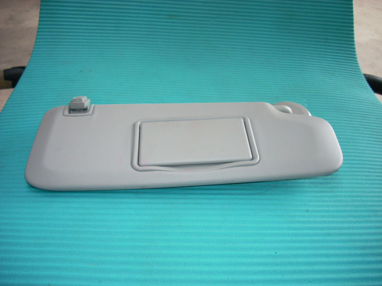 2012 CHEVY CRUZE RIGHT PASSENGER SIDE GRAY SUN VISOR WITH MIRROR