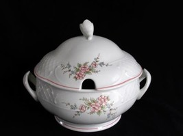Villeroy & Boch Rosette Round Covered Vegetable Serving Dish Germany  Pink Roses - $135.50