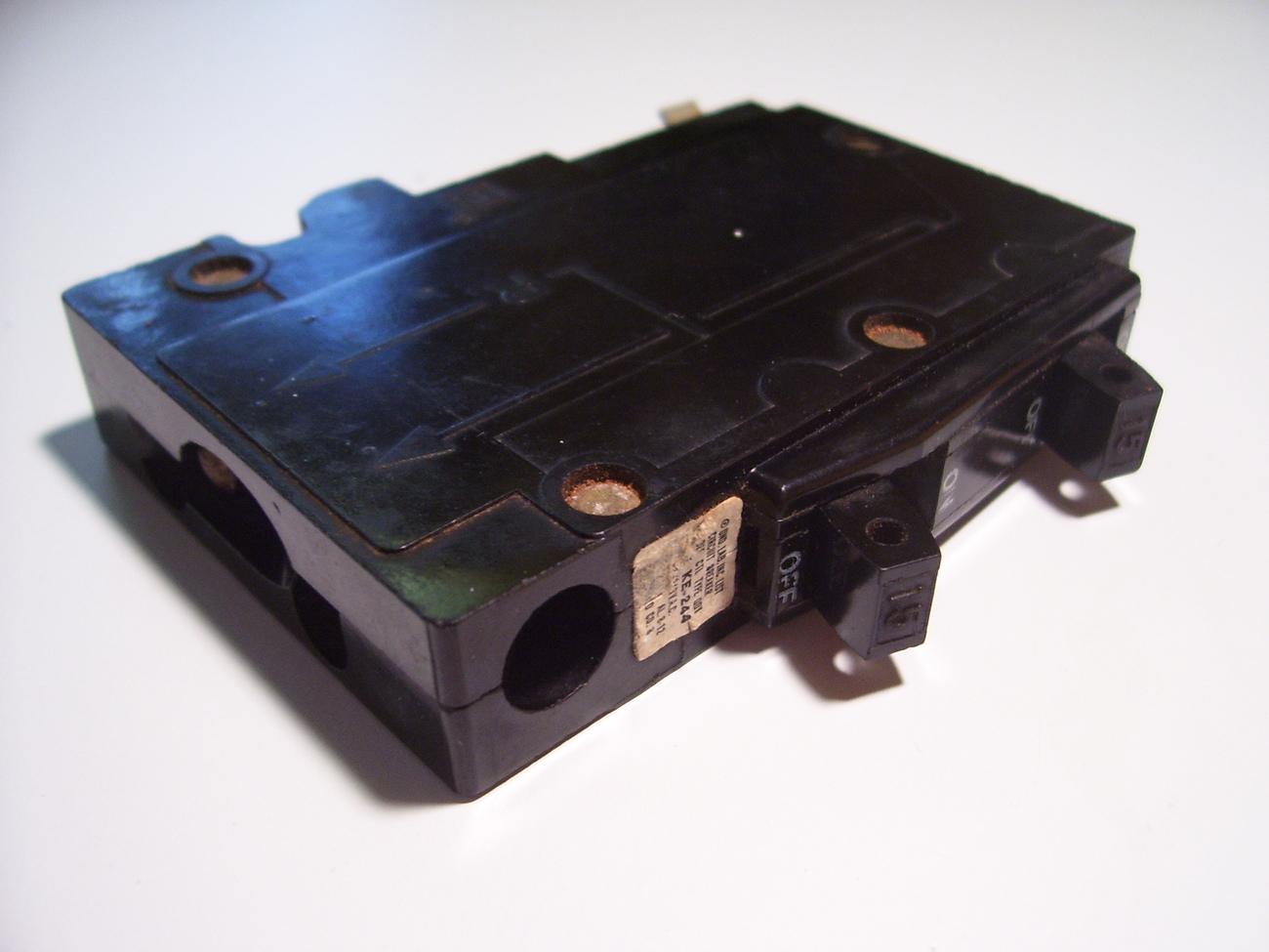 square d qo 15 amp tandem circuit breaker circuit. Black Bedroom Furniture Sets. Home Design Ideas