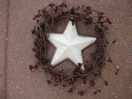STW4 - White Star in Wreath with Berries  - $3.95