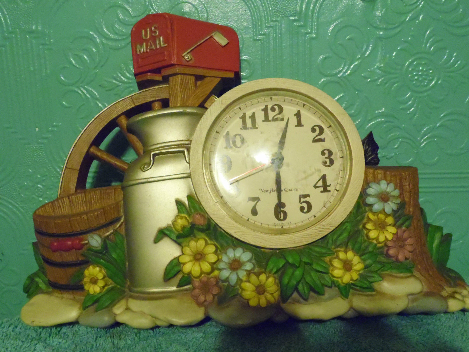 Burwood Productions 1983 Wall Clock Kitcsh Mail  Flowers Plastic image 1