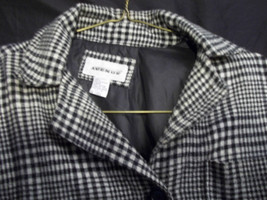Avenue Women's Size 15/16 Black and White hound's-tooth Mid Length Coat. - $44.55