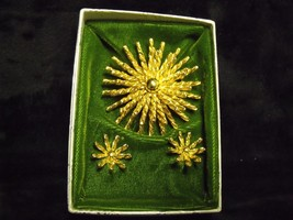 VINTAGE 60'S GOLDTONE STARBURST PIN AND CLIP ON EARRINGS SET WITH ORIGIN... - $24.75
