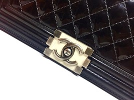 AUTHENTIC CHANEL BLACK QUILTED PATENT LEATHER MEDIUM BOY FLAP BAG GHW image 5