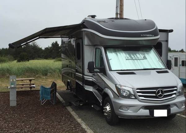 2017 Dynamax Isata 3 with Mercedes Sprinter Diesel For Sale In Seattle, WA 9816