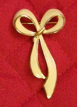 "Avon White Bow Pin / Ribbon Brooch Vintage 1980's BEAUTIFUL 2 1/2"" long - $19.75"