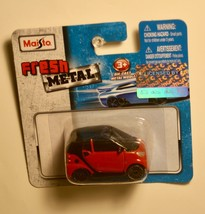 2017 Maisto Diamler Smart Fortwo Red/Black 1:64 Die-Cast Car Unopened 3+ - $3.99