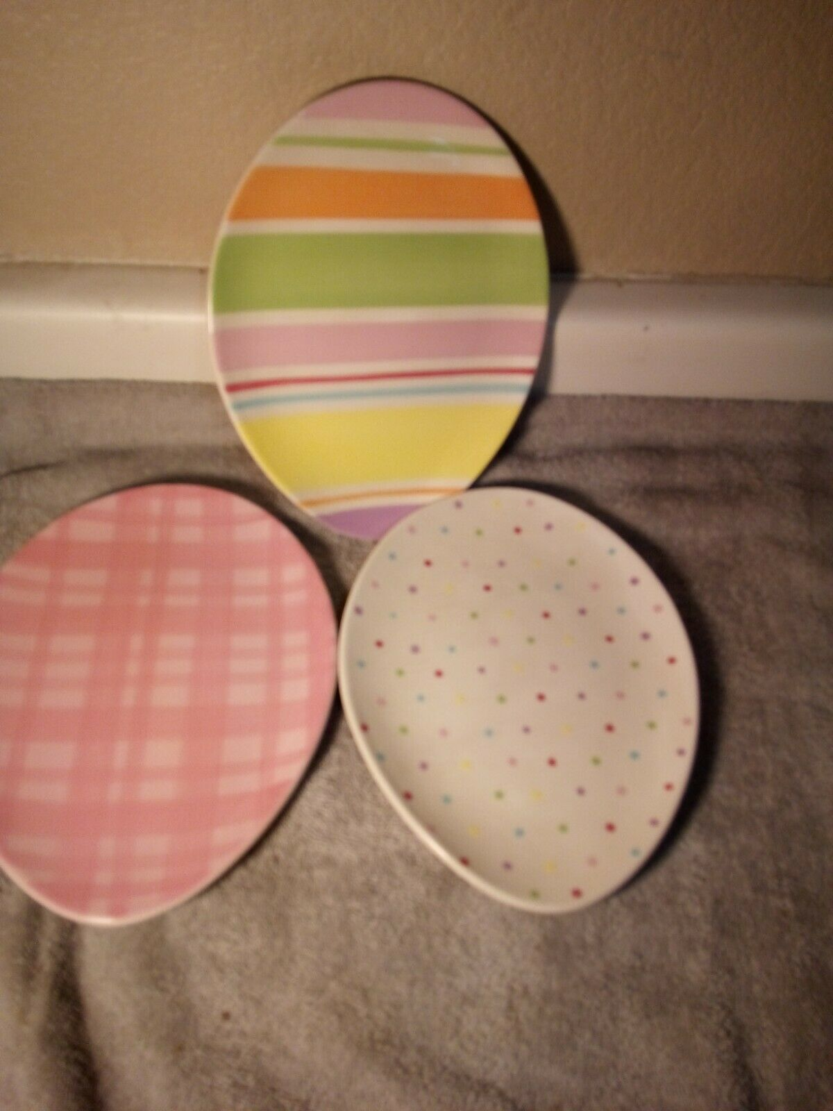 Primary image for (3) EASTER EGG SHAPED PLATES--HOME--3 DESIGNS--STRIPED / CHECKED--FREE SHIP--VGC