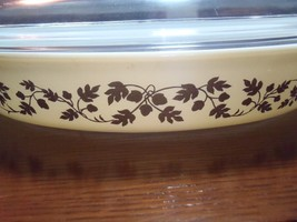 Vintage Pyrex Oval Gold Oak Leaves 1 1/2 Quart Baking Dish + Lid - $28.04