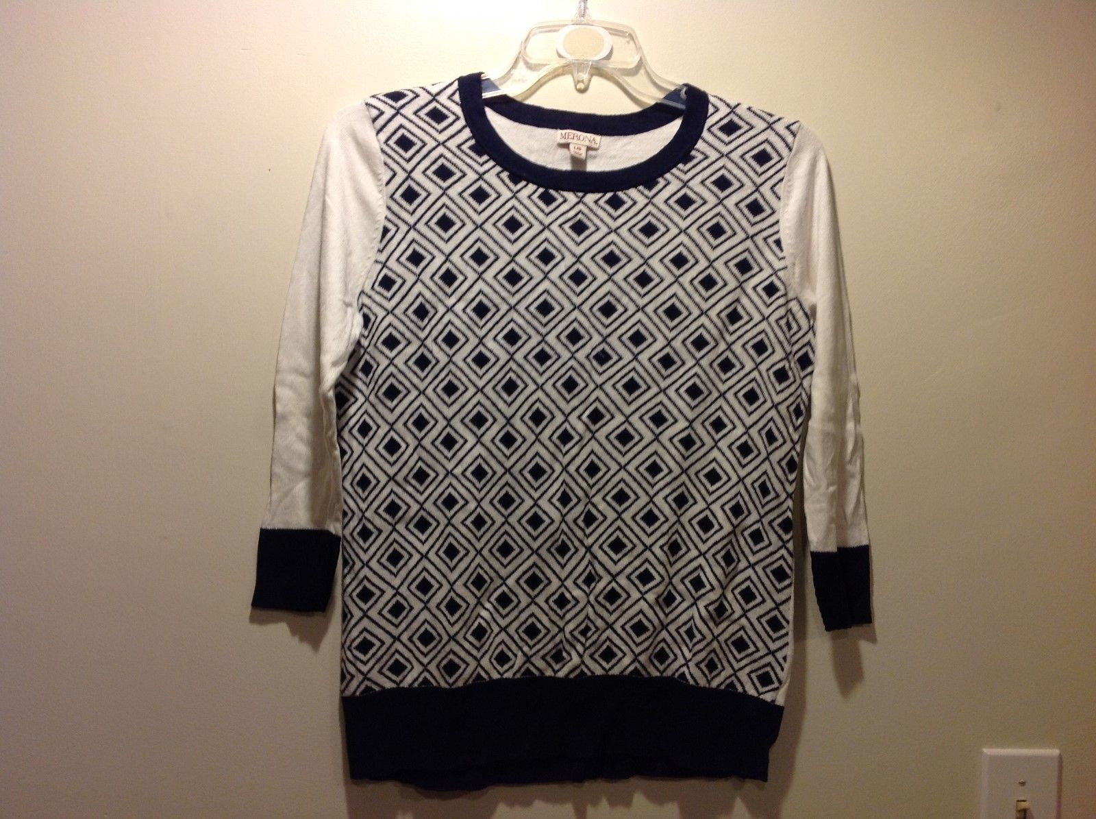 Large Navy Blue White Sweater w Geometric Patterned Torso w White Sleeves