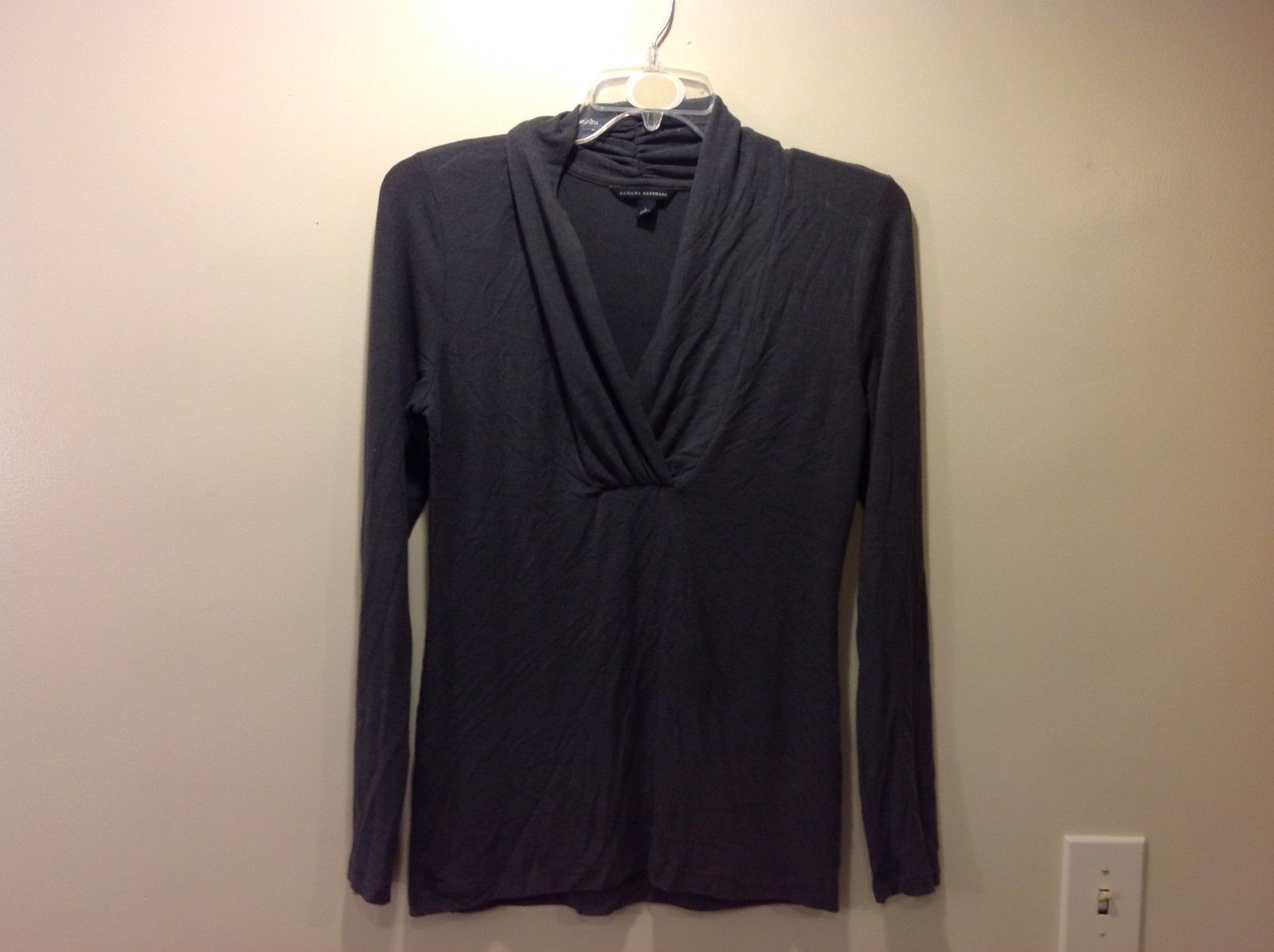 Banana Republic Dark Gray Long Sleeve Plunge Neckline Blouse Sz Large