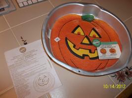 Vtg HALLOWEEN JACK O LANTERN PUMPKIN Cake Pan-#2105-3068 + Insert  & ins... - $14.99