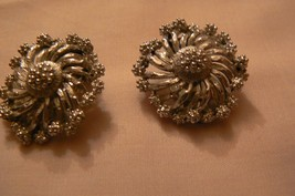 Vintage Lisner Brushed Silver Tone Swirled Filigree Round Clip On Earrings - $11.87