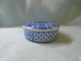 Vintage Chinese Blue And White Trinket box - $8.27