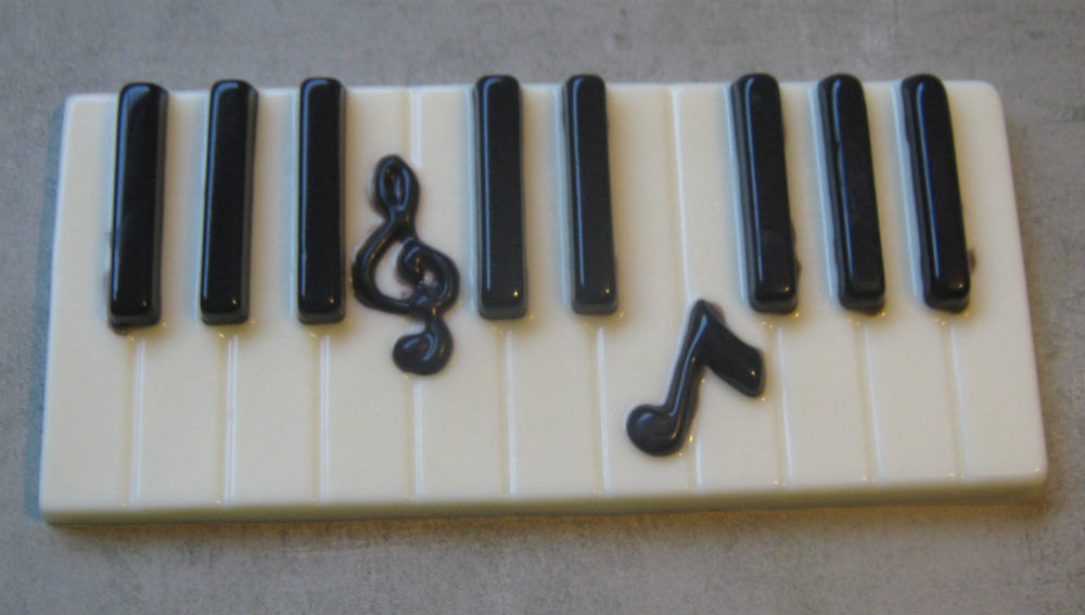 Solid chocolate piano keys keyboard with music note centerpiece cake topper image 3