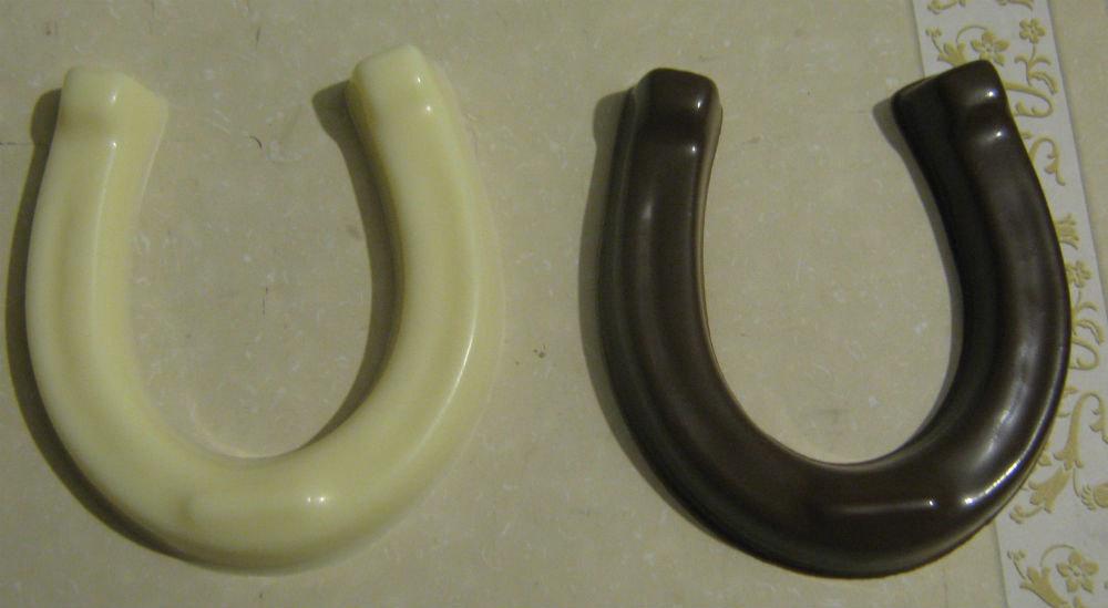 3 piece solid chocolate horseshoe centerpieces party favors