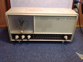 Vintage GE Radio Receiver and Clock Model C1525A