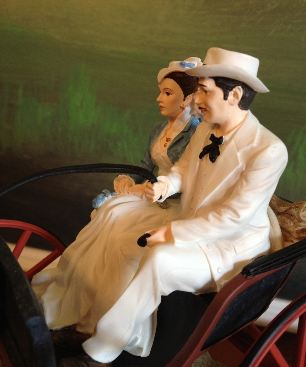 San Francisco Music Box Co - Rhett & Scarlett in Carriage Gone With the Wind