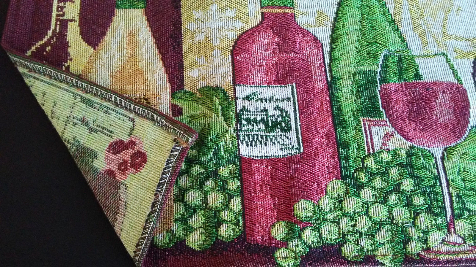 WINE TAPESTRY PLACEMATS Set of 4 Red White Wine Bottles Grapes Fabric 13x19 NEW
