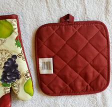 FRUIT OVEN MITT POTHOLDER 2pc Set Grapes Apple Pear Red trim NEW image 6