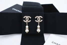 SALE* AUTH NEW CHANEL 2019 LARGE GOLD CRYSTAL CC LOGO PEARL DANGLE EARRINGS