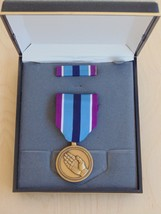 Usn Us Navy & Fleet Marines Unissued Cased Humanitarian Service Medal Set #8 - $28.70