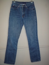 WOMENS GUESS JEANS  Medium Wash Size 27 - $10.88