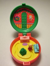 Polly Pocket Christmas Wreath Compact Bluebird Totally Toy Holiday McDonald 1993 - $4.99