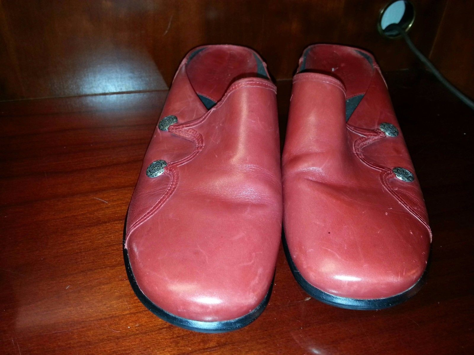 CLARKS Bendables Red Leather Clogs Mules w/ Silver Side Buttons 10M EUC