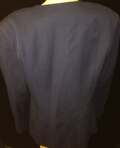 Nemian marcus Womans Coat Button Up Size 12 Bin #22
