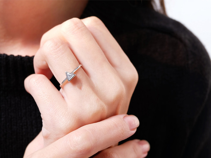 SOVATS CLASSIC SOLITAIRE TRIANGLE RING