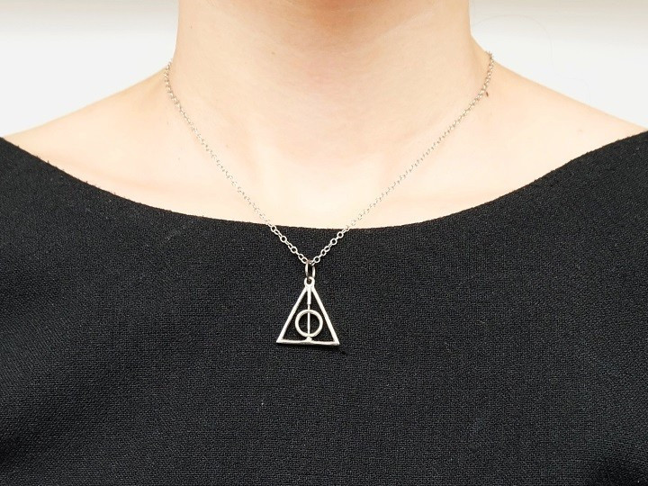 SOVATS TRIANGLE WITH CIRCLE NECKLACE