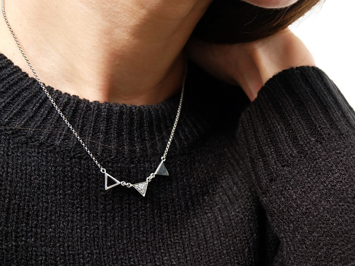 SOVATS THREE TRIANGLE NECKLACE
