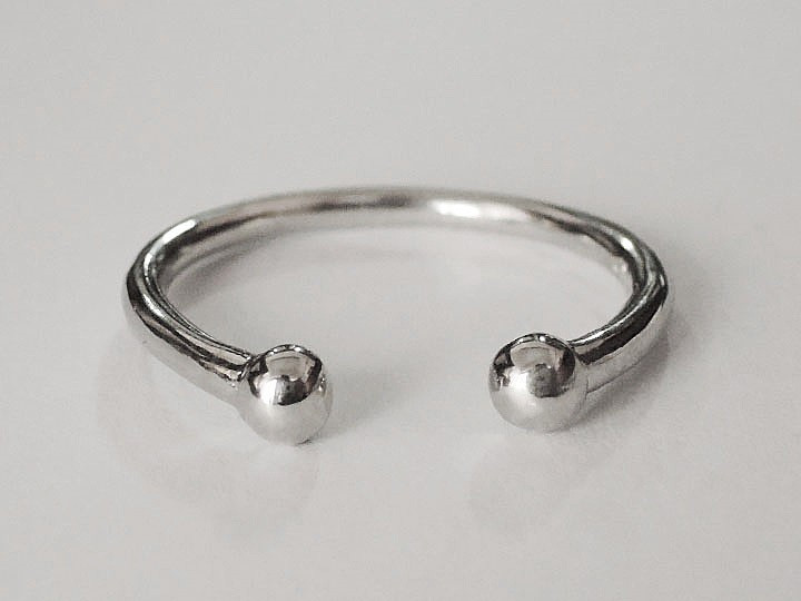 SOVATS SMALL BEAD RING