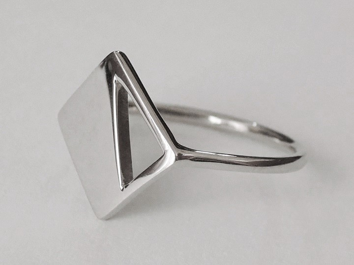 SOVATS HALF TRIANGLE RING
