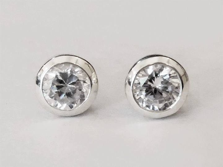 "SOVATS BASIC EARRING ""SOLITAIRE CZ"""