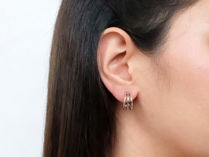 SOVATS SMALL LINE CREOLE EARRING