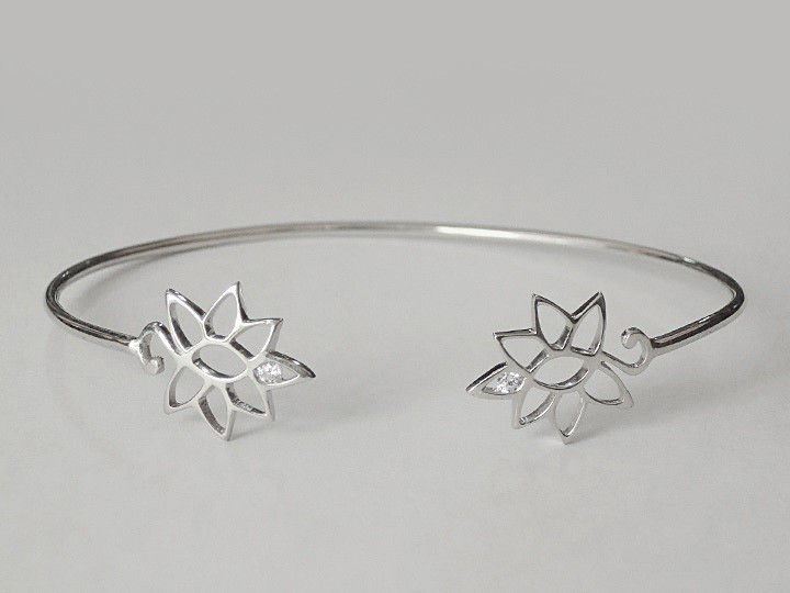 SOVATS FLOWER ROUND BANGLE