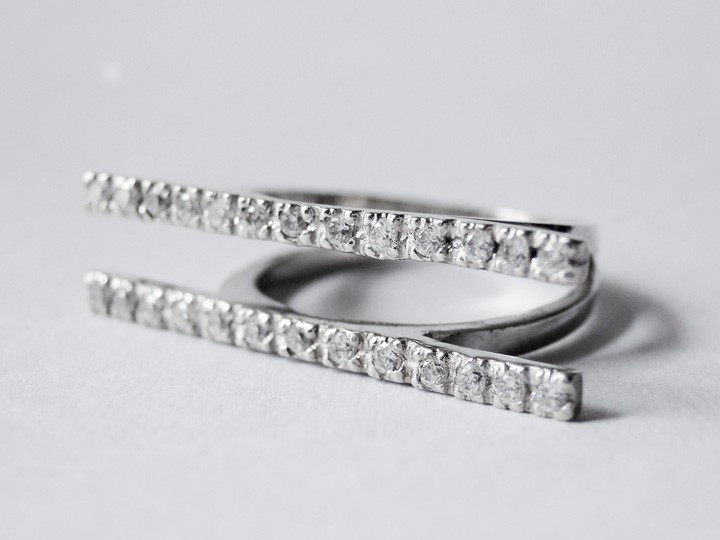 SOVATS DOUBLE BAR RING CZ