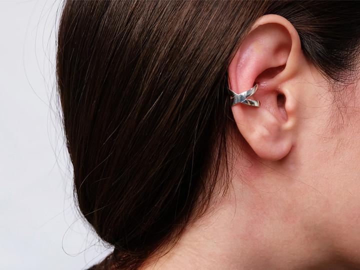 SOVATS EAR CUFF X CROSS